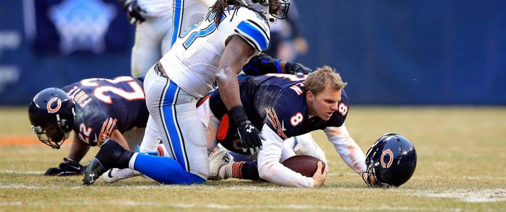 141223-jimmy-clausen-hit-01_99e634745cb89d716247acce47b7c617.nbcnews-fp-1240-520.jpg